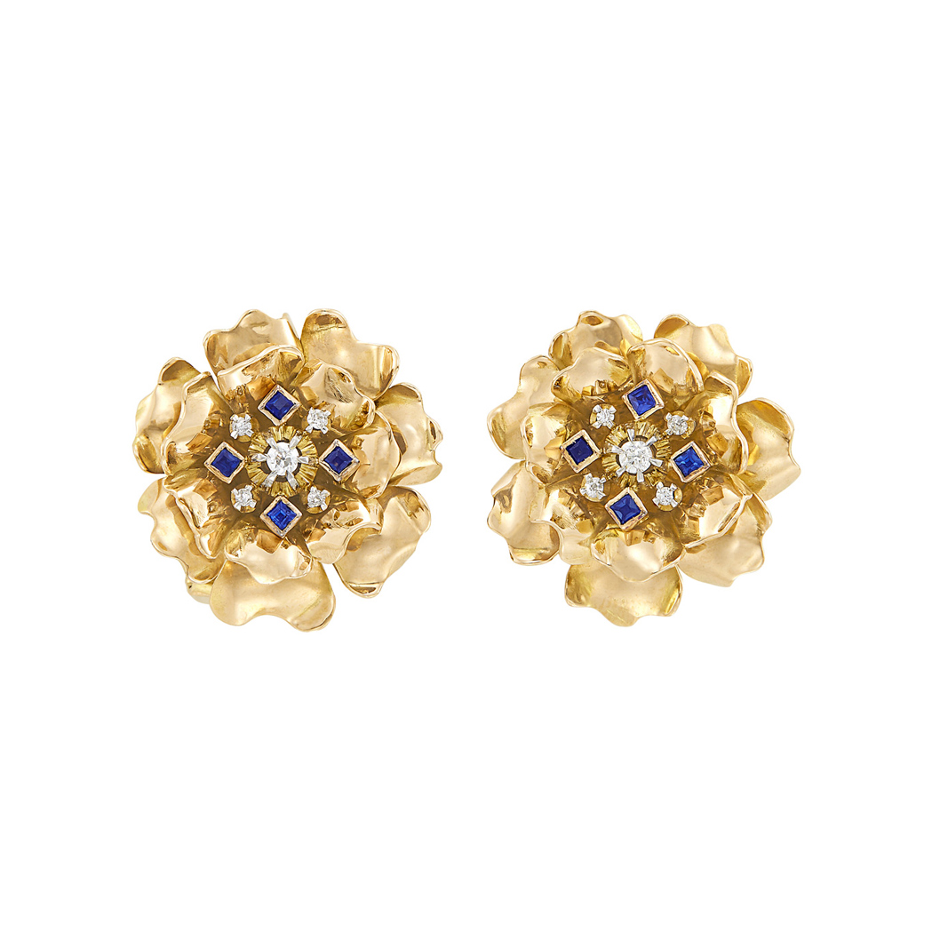 Lot image - Pair of Retro Gold, Diamond and Sapphire Flower Earclips