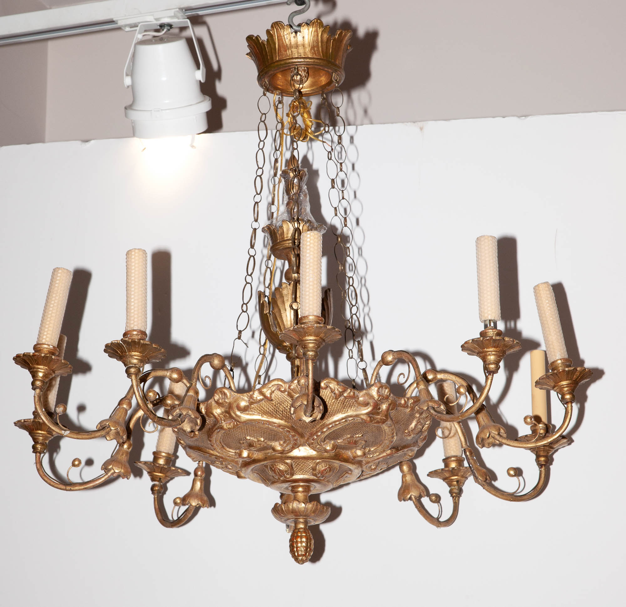 Lot image - Continental Neoclassical Giltwood Ten-Light Chandelier