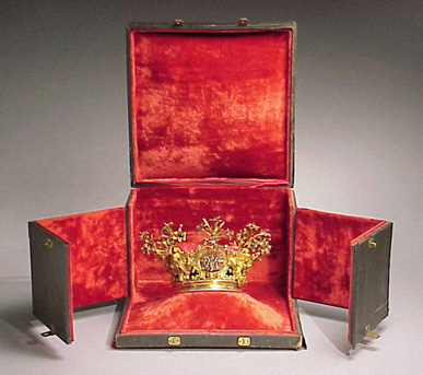 Lot image - Gilt-Silver Ecclesiastical Crown and Box