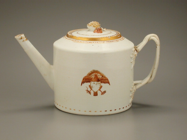 Lot image - CHINESE EXPORT PORCELAIN CYLINDRICAL TEAPOT  Circa 1800  Length 9 1/2 inches (24 cm)