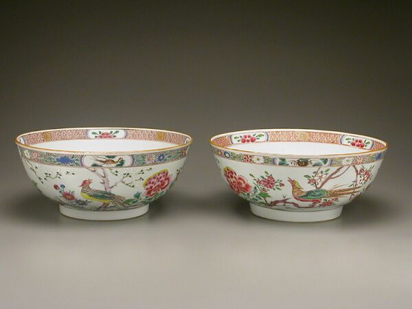 Lot image - Pair of Chinese Export Famille Rose Porcelain Bowls