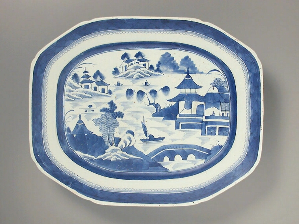 Lot image - CHINESE EXPORT BLUE AND WHITE PORCELAIN OCTAGONAL PLATTER  Circa 1810  Length 19 1/2 inches (49.5 cm)