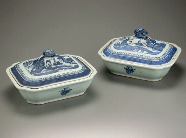 Lot image - TWO CHINESE EXPORT BLUE AND WHITE PORCELAIN COVERED VEGETABLE DISHES  Early 19th century  Lengths 9 1/4 inches (23.5 cm)