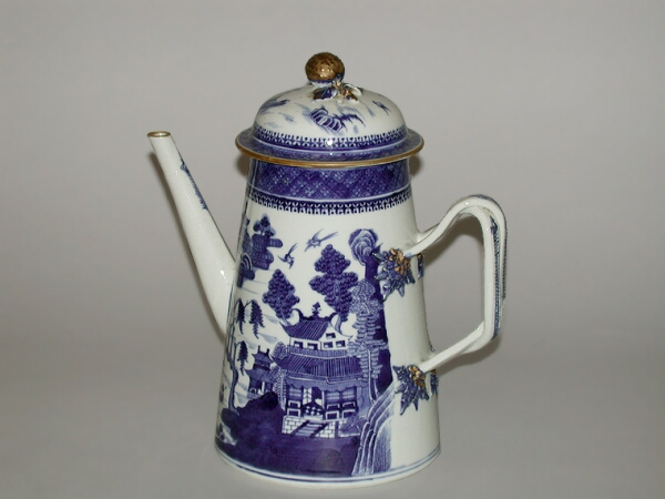 Lot image - CHINESE EXPORT BLUE AND WHITE PORCELAIN LIGHTHOUSE-FORM COFFEE POT FOR THE AMERICAN MARKET  Qianlong Period, circa 1790  Height 9 1/2 i