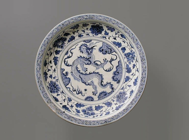 Lot image - MASSIVE BLUE AND WHITE PORCELAIN DRAGON DISH  Mid 14th century  Diameter 19 3/16 inches (48.7 cm)
