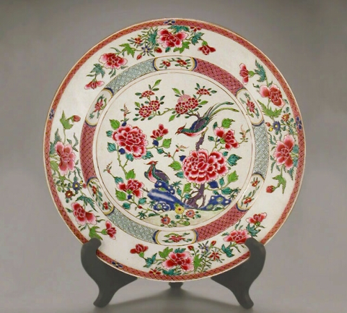 Lot image - CHINESE EXPORT FAMILLE ROSE PORCELAIN DISH  Qianlong Period, circa 1750-1760  Diameter 10 inches (25.4 cm)