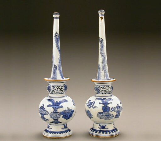 Lot image - PAIR OF CHINESE EXPORT BLUE AND WHITE PORCELAIN ROSE WATER SPRINKLERS  Kangxi Period (1662-1722)  Height 10 3/4 inches (27.3
