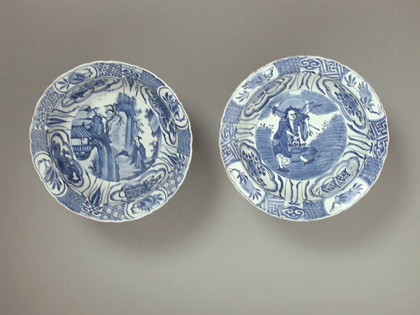 Lot image - TWO SIMILAR CHINESE EXPORT BLUE AND WHITE KRAAK KLAPMUTSEN PORCELAIN BOWLS  Late 16th/17th century  Diameters 8 1/4, 8 3/8 inches (21,