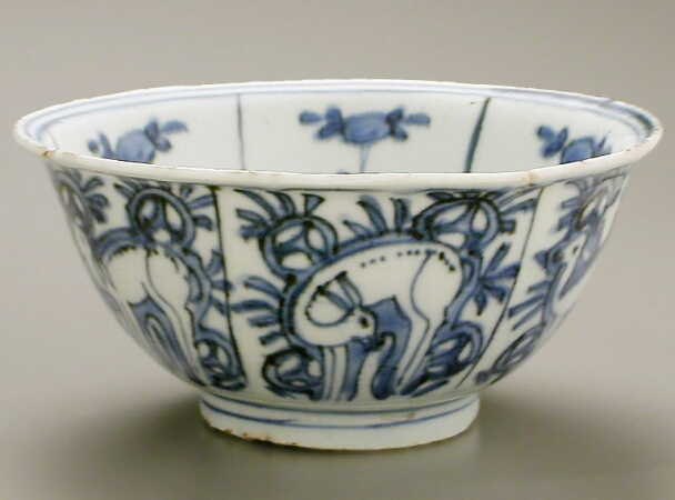 Lot image - CHINESE EXPORT BLUE AND WHITE KRAAK PORCELAIN BOWL  Late 16th century  Diameter 5 7/8 inches (15 cm)