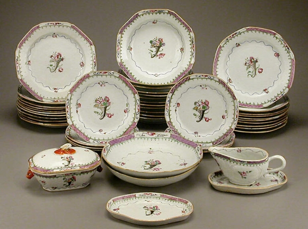 Lot image - CHINESE EXPORT FAMILLE ROSE PORCELAIN HEXAGONAL PART DINNER SERVICE  Qianlong Period, circa 1780  Diameter of soup plates 8 1/2 inches