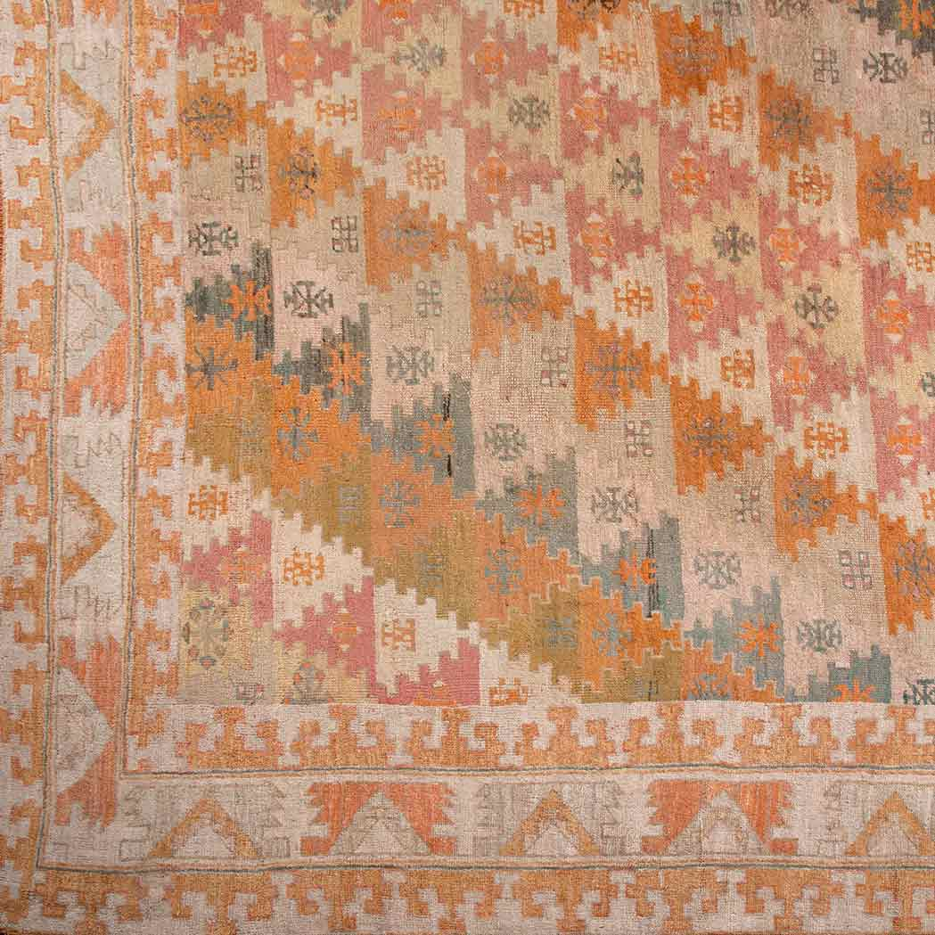 Lot image - Oushak Carpet