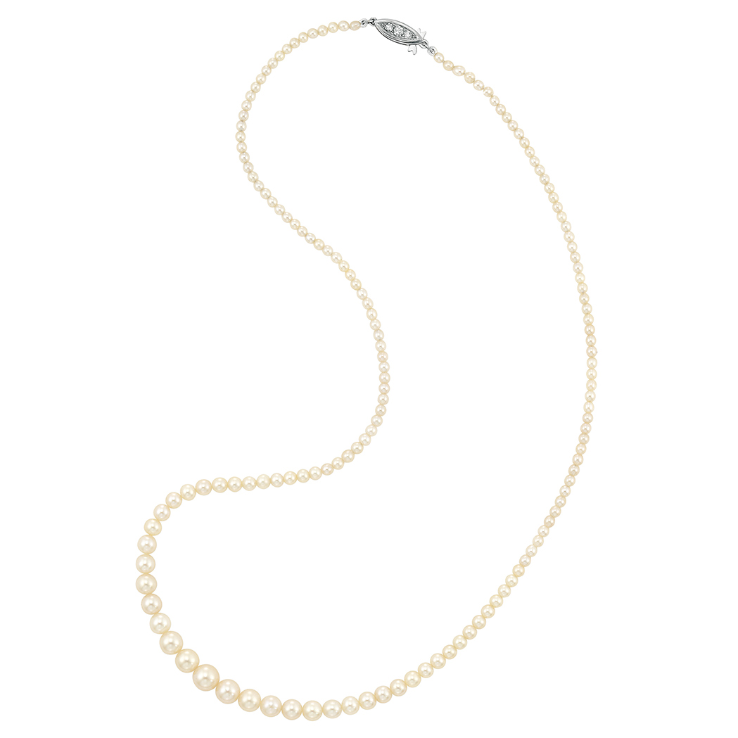 Lot image - Natural Pearl Necklace with White Gold and Diamond Clasp