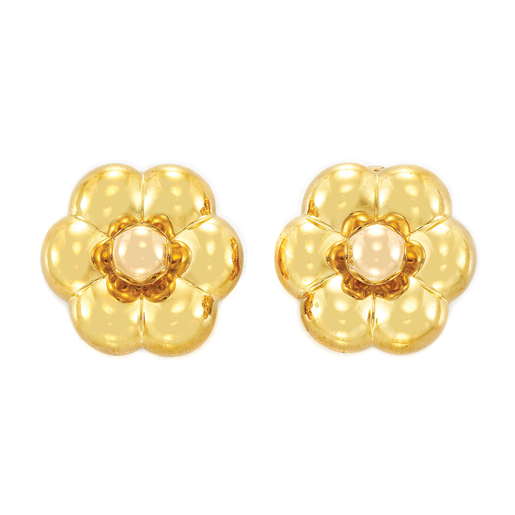 Lot image - Pair of Gold Flower Earclips