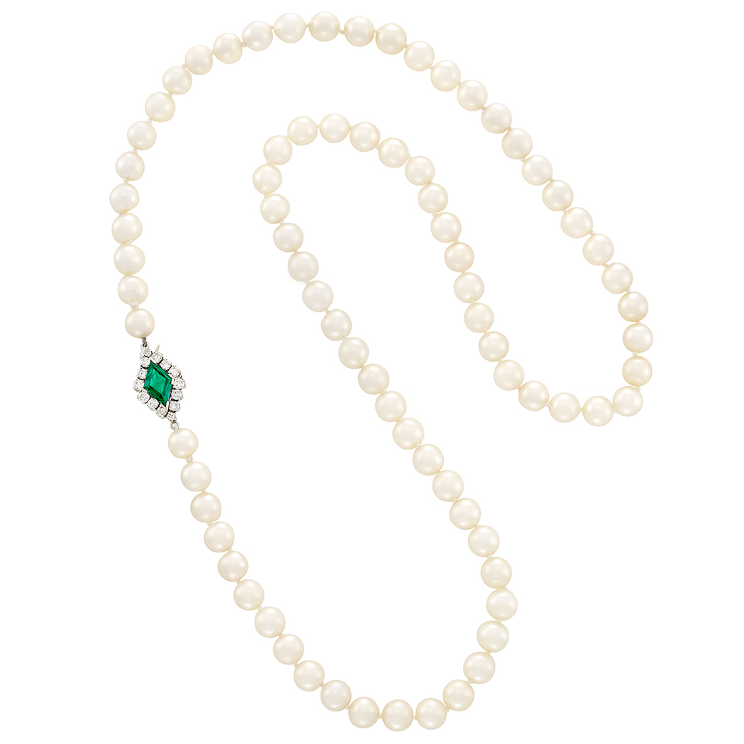 Lot image - Cultured Pearl Necklace with Platinum, Emerald and Diamond Clasp