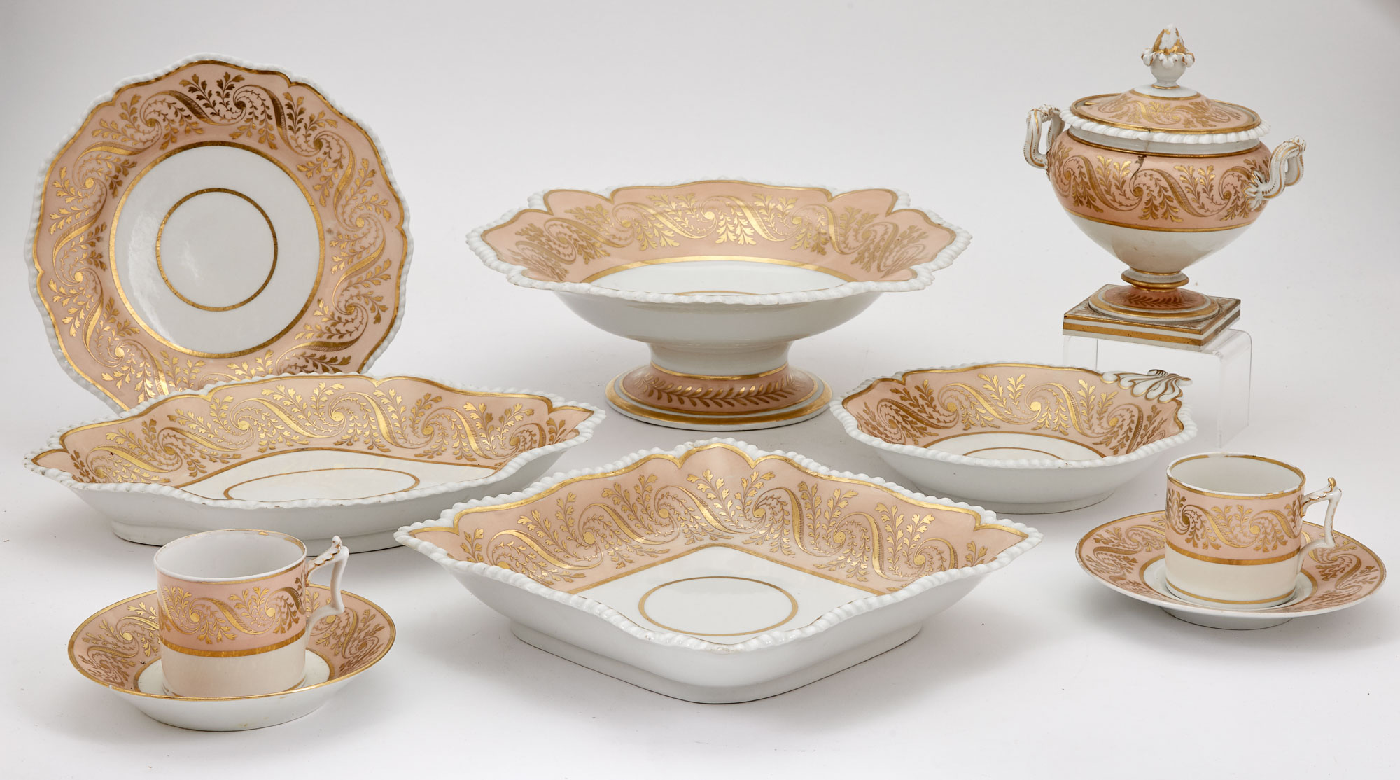 Lot image - Worcester Flight, Barr & Barr Gilt-Decorated Salmon Pink Ground Porcelain Table Service