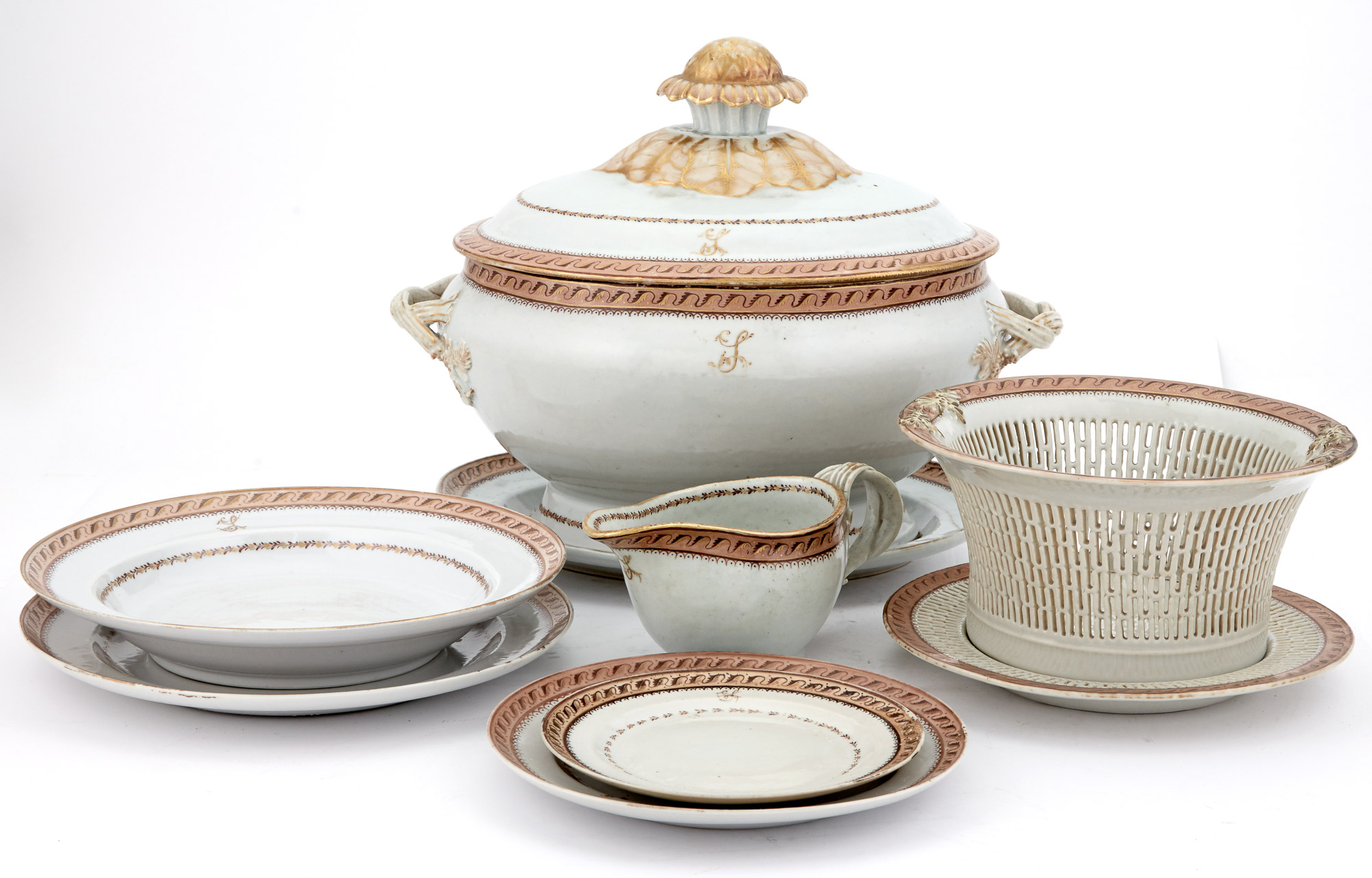 Lot image - Chinese Export Porcelain Table Service