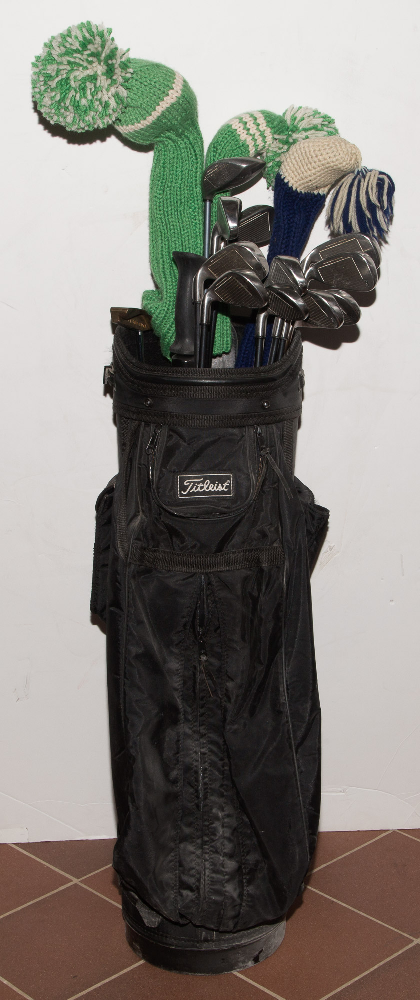 Lot image - [CASSINI-GOLF]  Group of approximately thirty golf clubs and two golf bags.