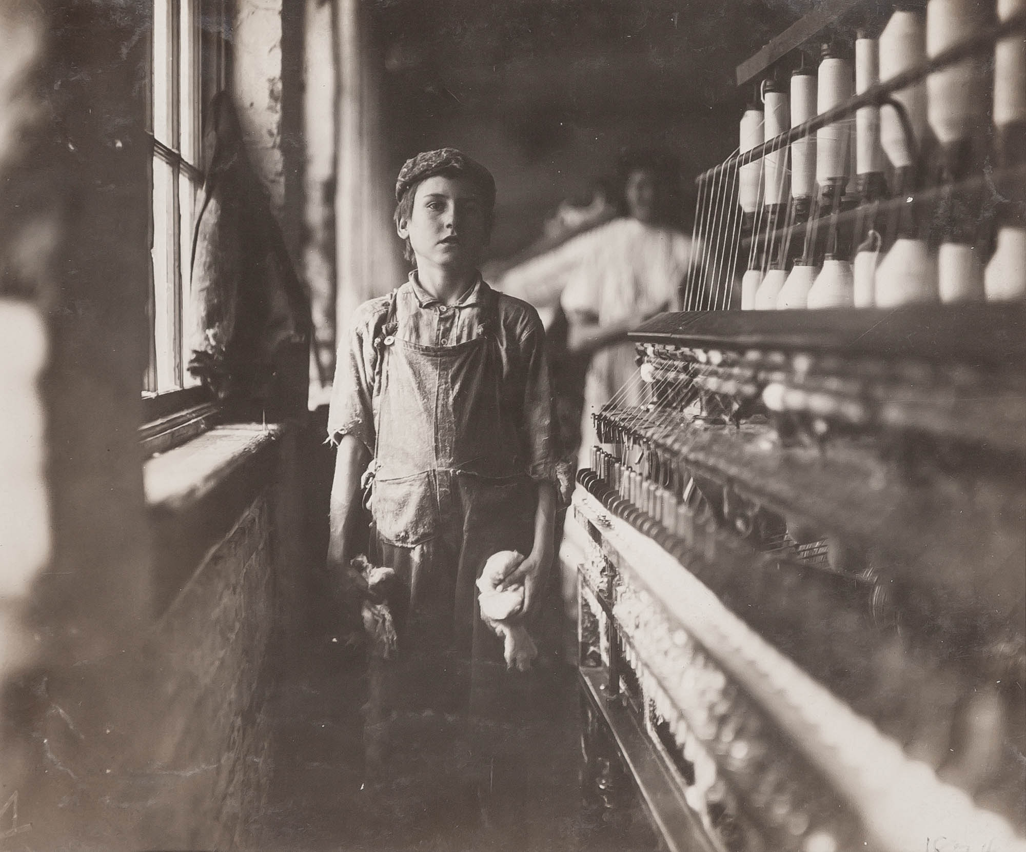 Lot image - HINE, LEWIS (1874-1940)  Worker in cotton mill, Alabama,