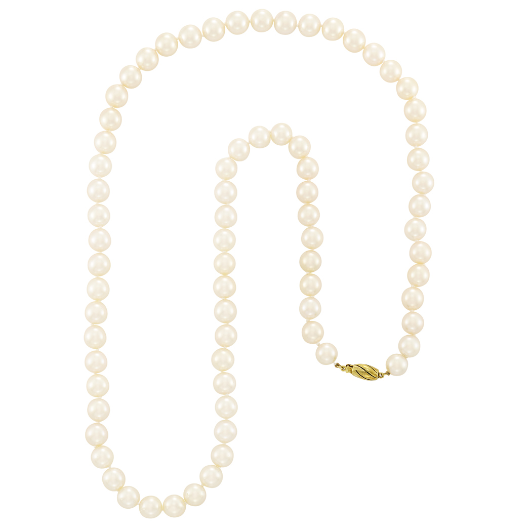 Lot image - Cultured Pearl Necklace with Gold Clasp