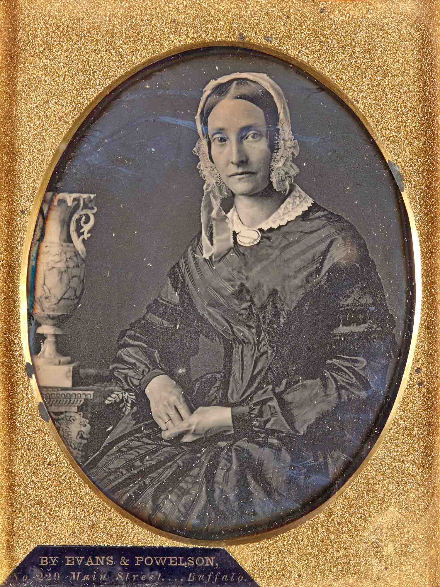 Lot image - [DAGUERREOTYPE]  Quarter-plate portrait daguerreotype of a young woman.