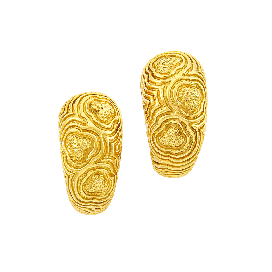 Lot image - Pair of Gold Hoop Earclips