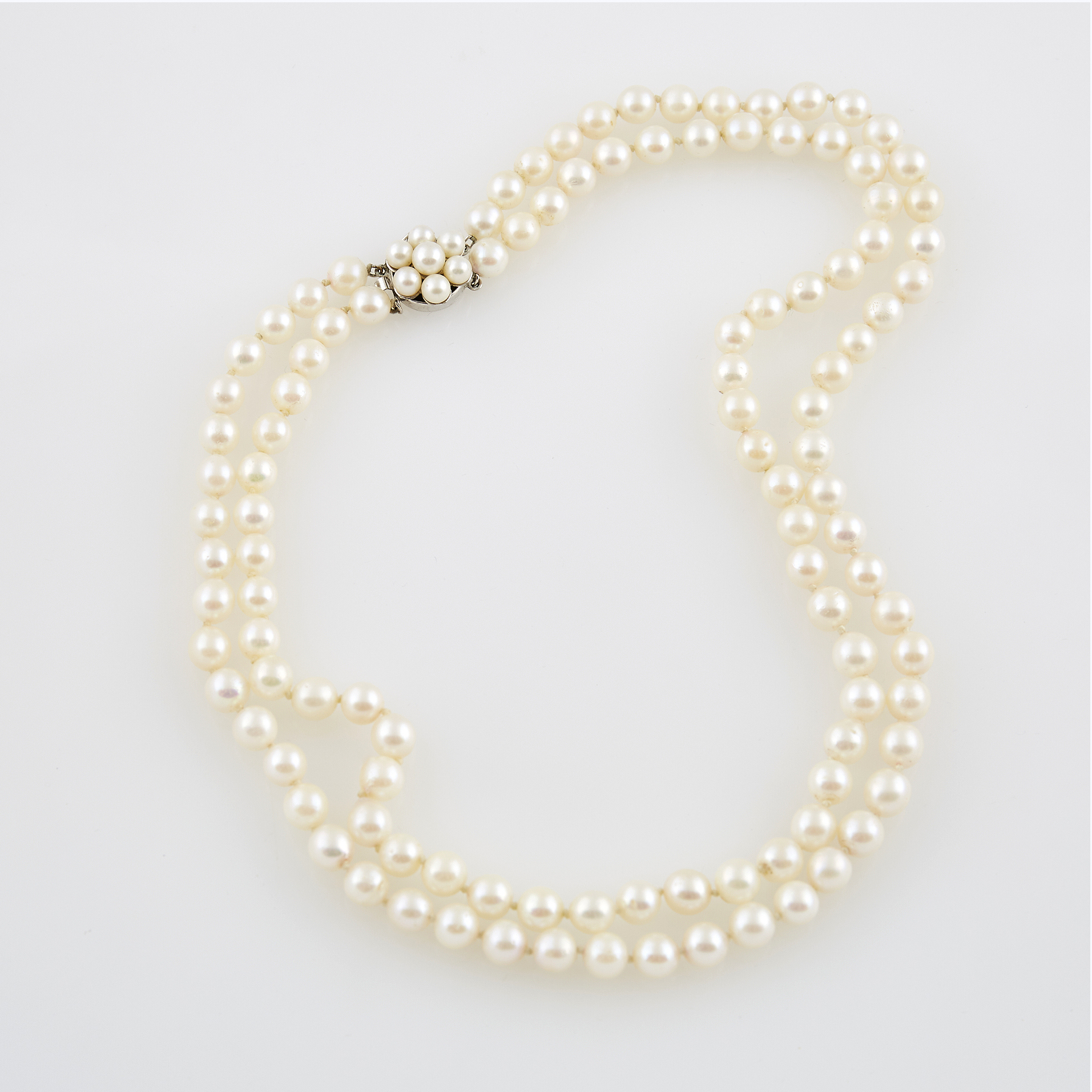 Lot image - Bead Necklace with gold and bead clasp attached, 14K