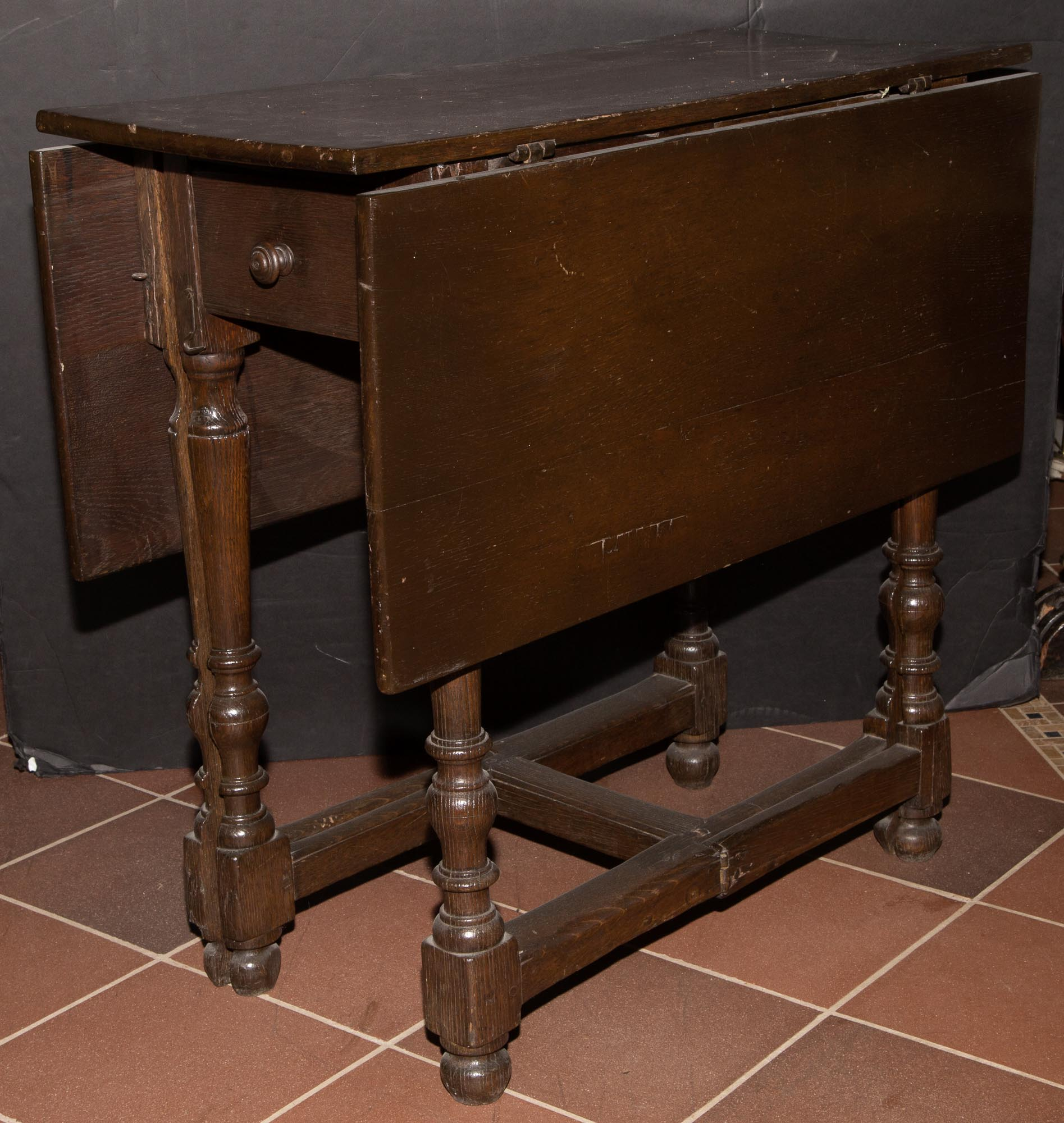 Lot image - English Joined Oak Drop-Leaf Table