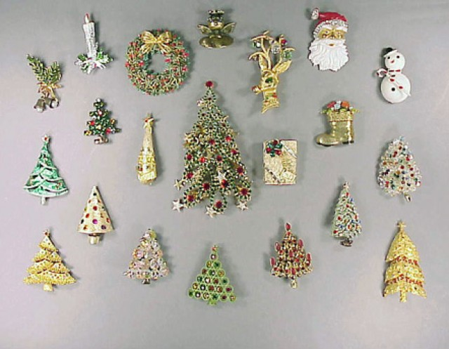 85b1830d491 Group of costume jewelry pins, mostly Christmas theme, approximately sixty