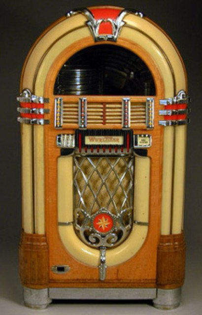 Wurlitzer Jukebox for Sale at Auction on Wed, 10/03/2001 - 07:00