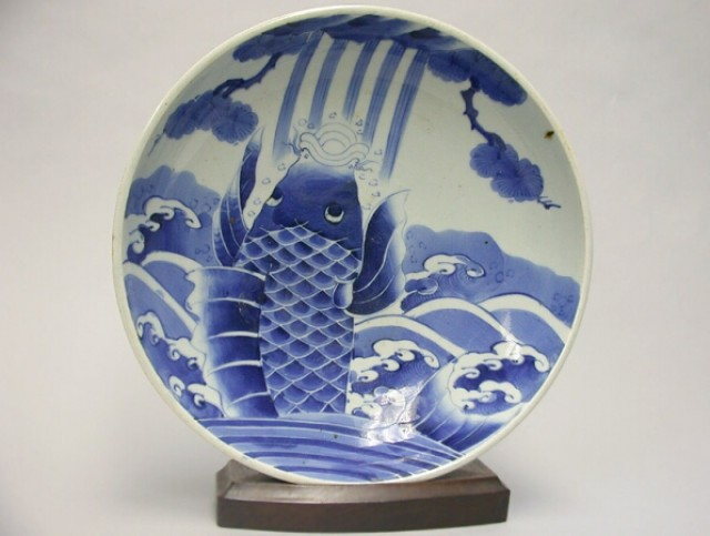 JAPANESE BLUE AND WHITE ARITA PORCELAIN DEEP DISH  19th Century  Diameter 12 1/2 inches (31.8 cm)