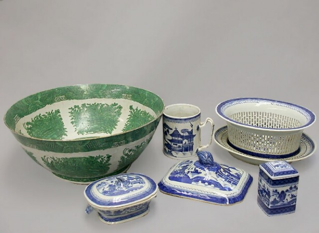 GROUP OF CHINESE EXPORT STYLE PORCELAINS  19th and 20th Centuries