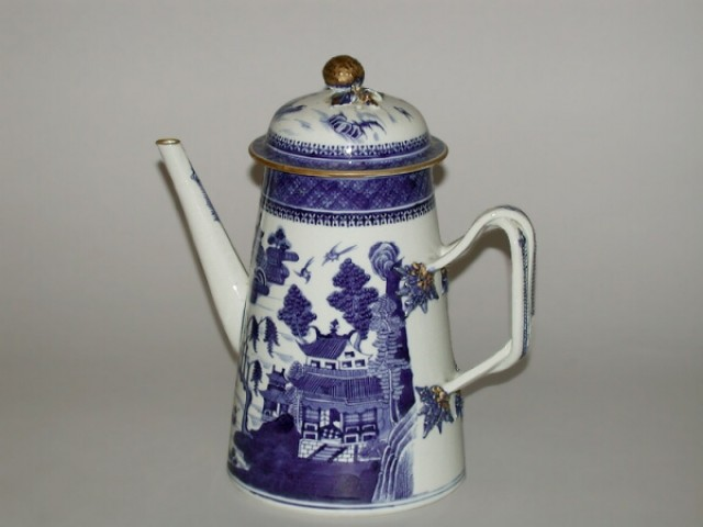 CHINESE EXPORT BLUE AND WHITE PORCELAIN LIGHTHOUSE-FORM COFFEE POT FOR THE AMERICAN MARKET  Qianlong Period, circa 1790  Height 9 1/2 i
