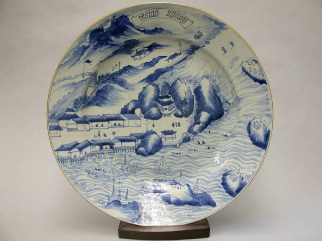 CHINESE EXPORT BLUE AND WHITE PORCELAIN HISTORICAL CHARGER  Circa 1680-1720  Diameter 18 7/8 inches (48 cm)