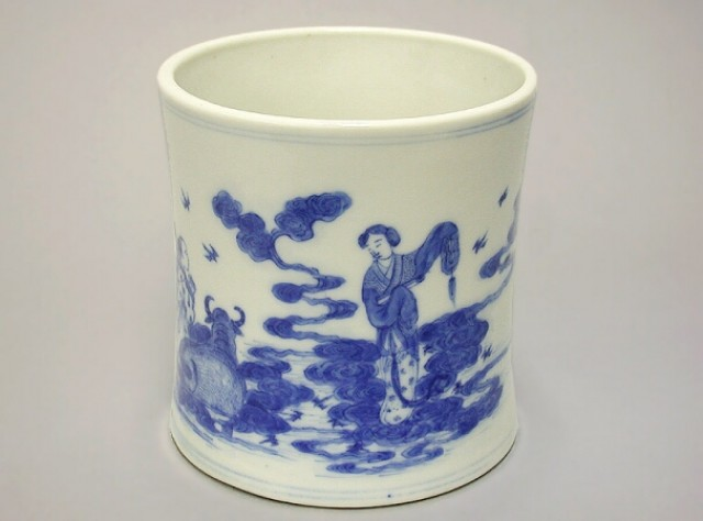 BLUE AND WHITE PORCELAIN KANGXI STYLE BRUSHPOT  Probably Japanese, 19th century  Height 4 3/4 inches (12 cm)
