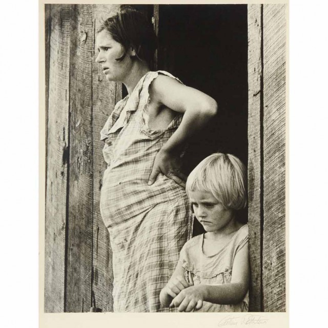 ROTHSTEIN, ARTHUR  Sharecropper\'s wife and child, Arkansas-1935