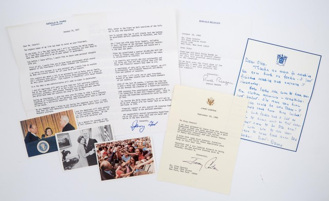 REAGAN, NANCY  Autograph letter signed to Oleg Cassini.