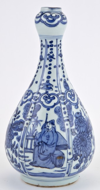 A Chinese Blue and White Porcelain Garlic Mouth Vase