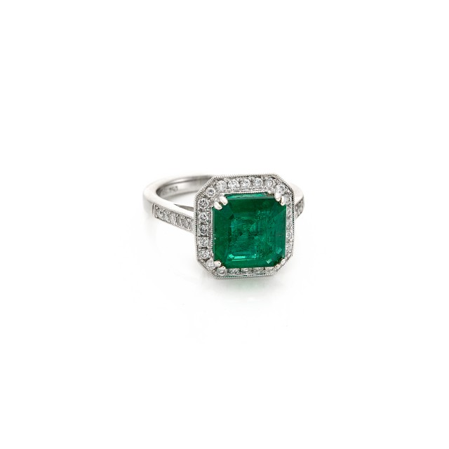 White Gold, Emerald and Diamond Ring