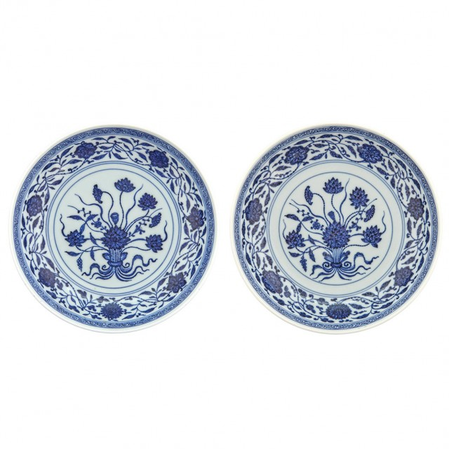 Pair Chinese Blue and White Glazed Porcelain \'Lotus\' Dishes