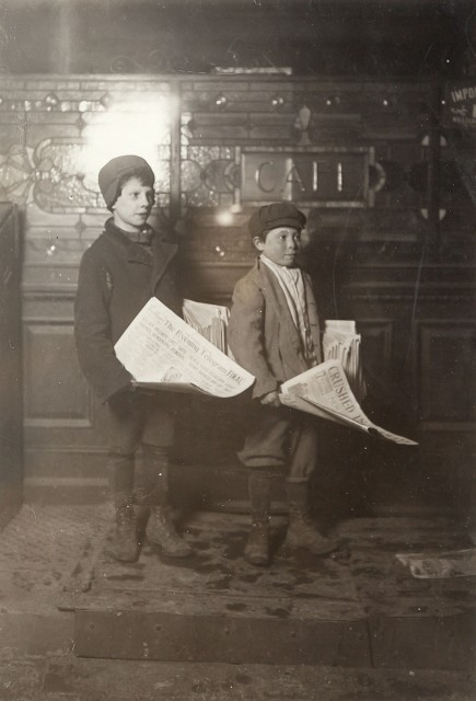 HINE, LEWIS (1874-1940)  [Two newsboys],
