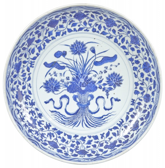 A Chinese Blue and White Porcelain 'Lotus Bouquet' Charger
