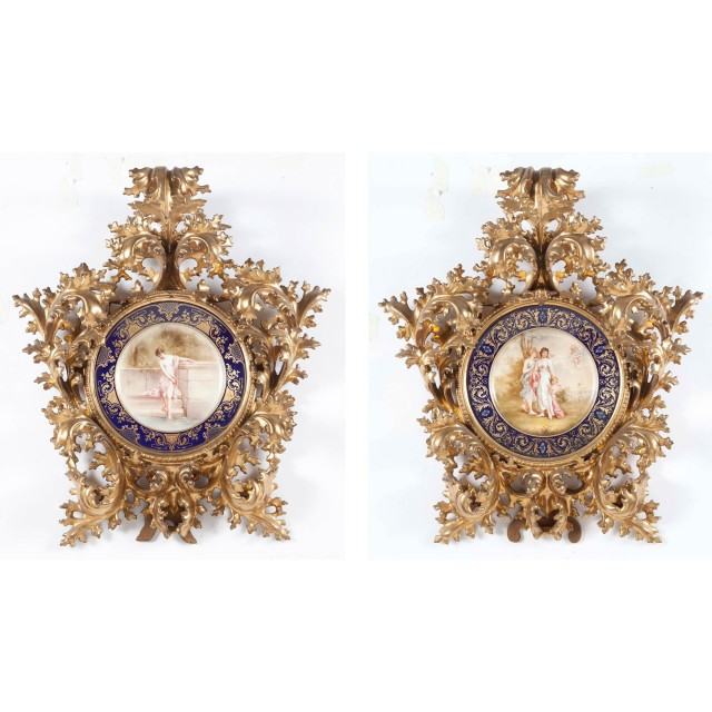 Two Vienna Style Porcelain Cabinet Plates in Giltwood Frames