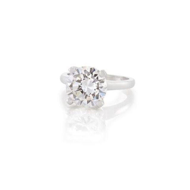 Platinum and Diamond Ring, Round diamond approx. 4.10 cts.  G color, VVS1 clarity, Potential.