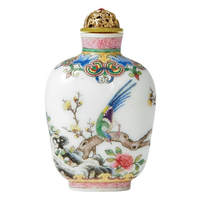 Chinese Famille Rose Enameled White Glass Snuff Bottle. Lot 228