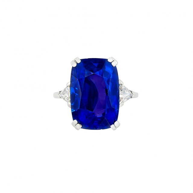 Sapphire approx. 14.92 carats. Lot 374