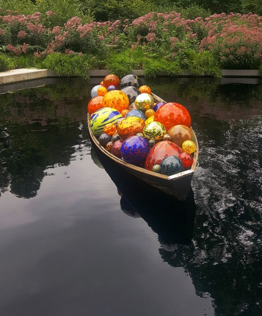 Float Boat, 2014, blown glass and wood boat
