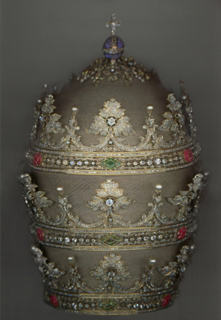Tiara of Pius IX (r. 1846–78), 1854. German and Spanish. Courtesy of the Collection of the Office of Liturgical Celebrations of the Supreme Pontiff, Papal Sacristy, Vatican City. Digital composite scan by Katerina Jebb.